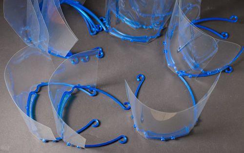 Kunststoff-Verbindungselementen für medizinische Visiere